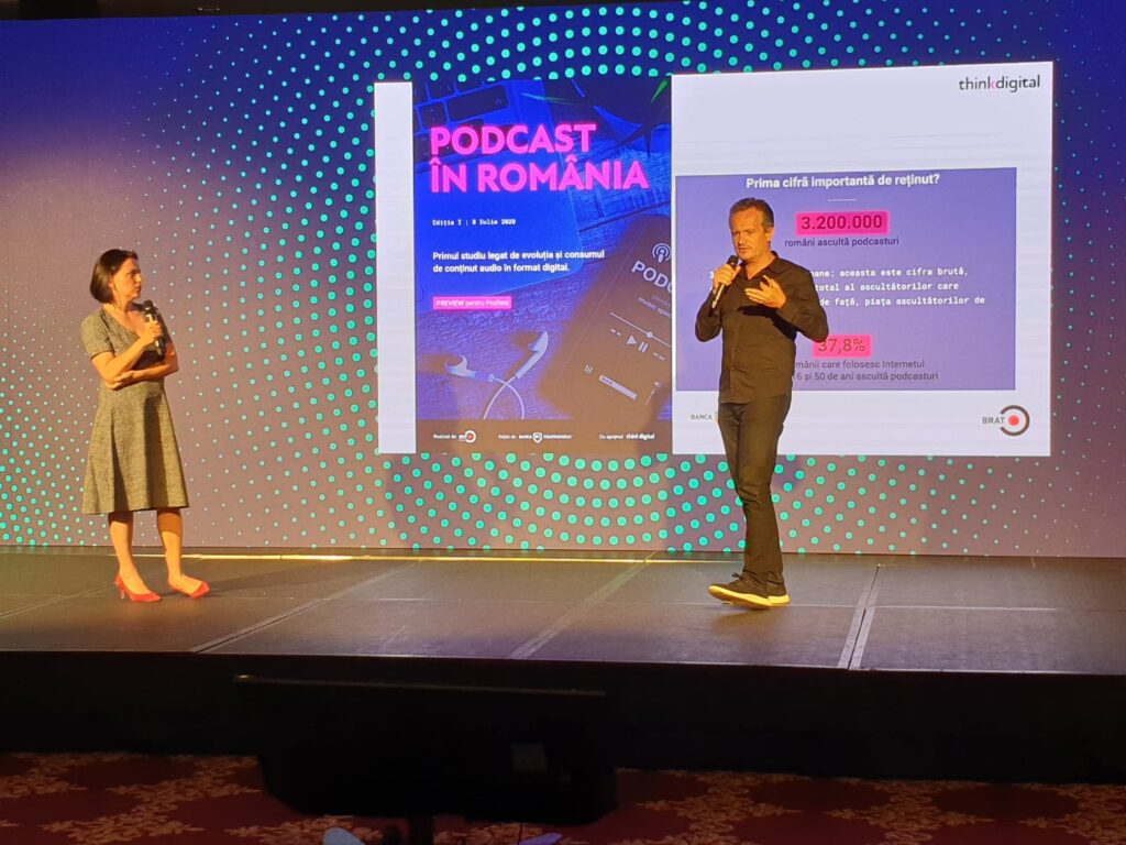 Dragoș Stanca, Think Digital, și Arina Ureche, BRAT, prezentând rezultatele primului studiu despre piața de podcasting din România